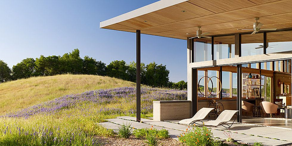 Celebrate Earth Day With Gorgeous Green Homes From Around The World Ranch House Modern Ranch Ranch Style Home
