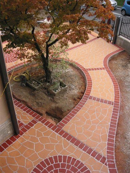 Pavimento antiscivolo per esterni fresco su indurito - Pavimenti stampati per esterni ...