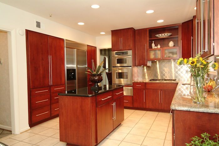 The entire kitchen has been transformed due to the addition of newly refaced cabinets | Kitchen Magic Refacers