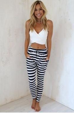 Encontrar Más Pantalones y Capris Información acerca de Venta al por mayor  2015 nuevas mujeres del verano estilo europeo con cordón negro raya blanca  ... b5cdc2d34d6