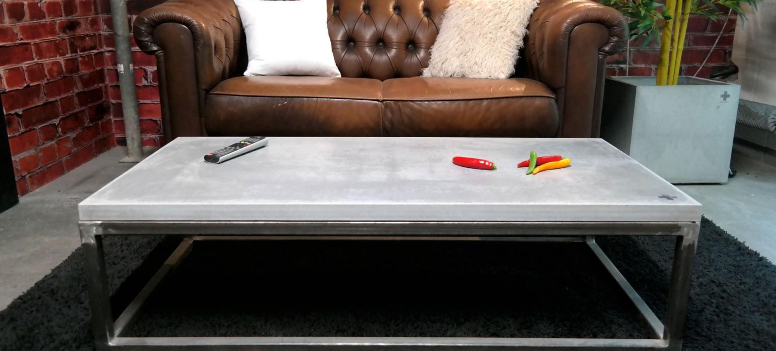Filigrane Cm Beton Kombiniert Mit Einem Metallgestell Im Vintage - Betonplatten 3cm