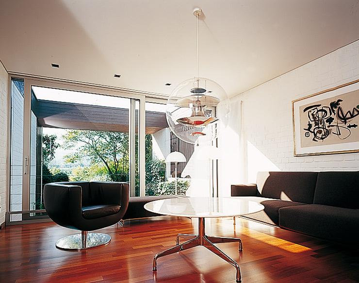 Flachdachbungalow Modern flachdachbungalow mit atrium doussié parkett im wohnzimmer spaces