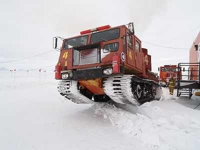 Véhicule de lutte contre les incendies en service à la base antarctique McMurdo.
