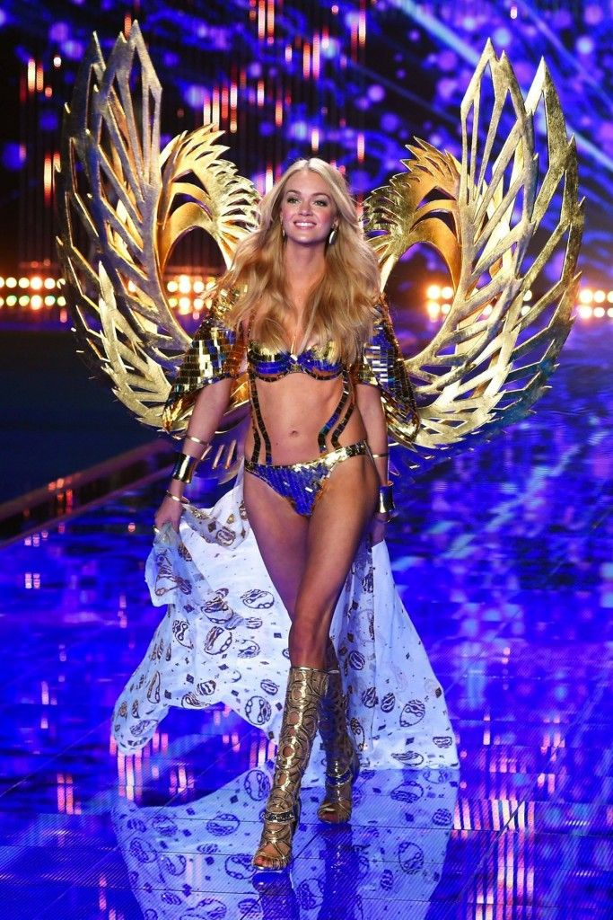 Lindsay Ellingson at VS Fashion Show 2014 #vsfashionshow #model #angel #london #lindsayellingson #outfit #gold #celebrity #victoriassecret #hot #pretty #blonde #golden #catwalk #fashion #body #sexy #fit #blue #amazing #sosexy #gorgeous #lingerie #stunning #outfit #godess #vsangel #wings #perfect