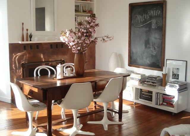 Holzmöbel modern  vintage Holztisch weiße Stühle modern minimalistisch | Dining ...