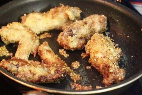 fried chicken wings with garlic  cánh gà chiên tỏi có