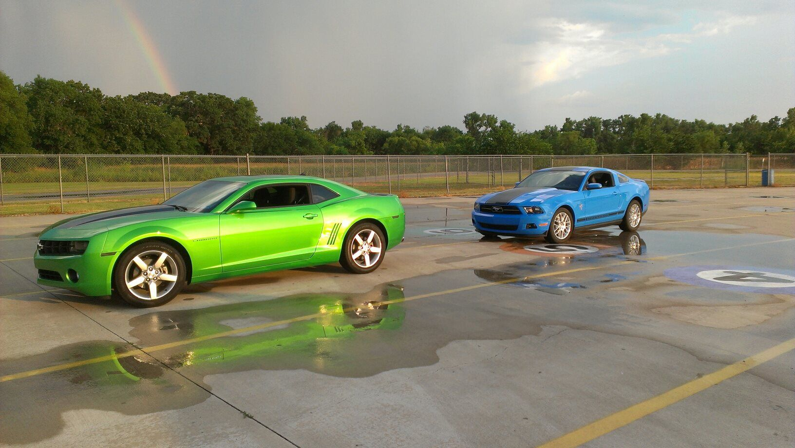 Camaros Vs Mustangs Camaro Vs Mustang Pinterest