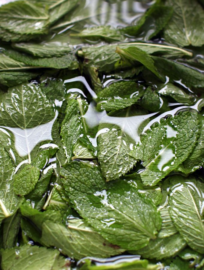 Fully-loaded Spring Samosas With Sweet N' Spicy Mint Chutney by mynewroots #Samosas #Veggie #Healthy