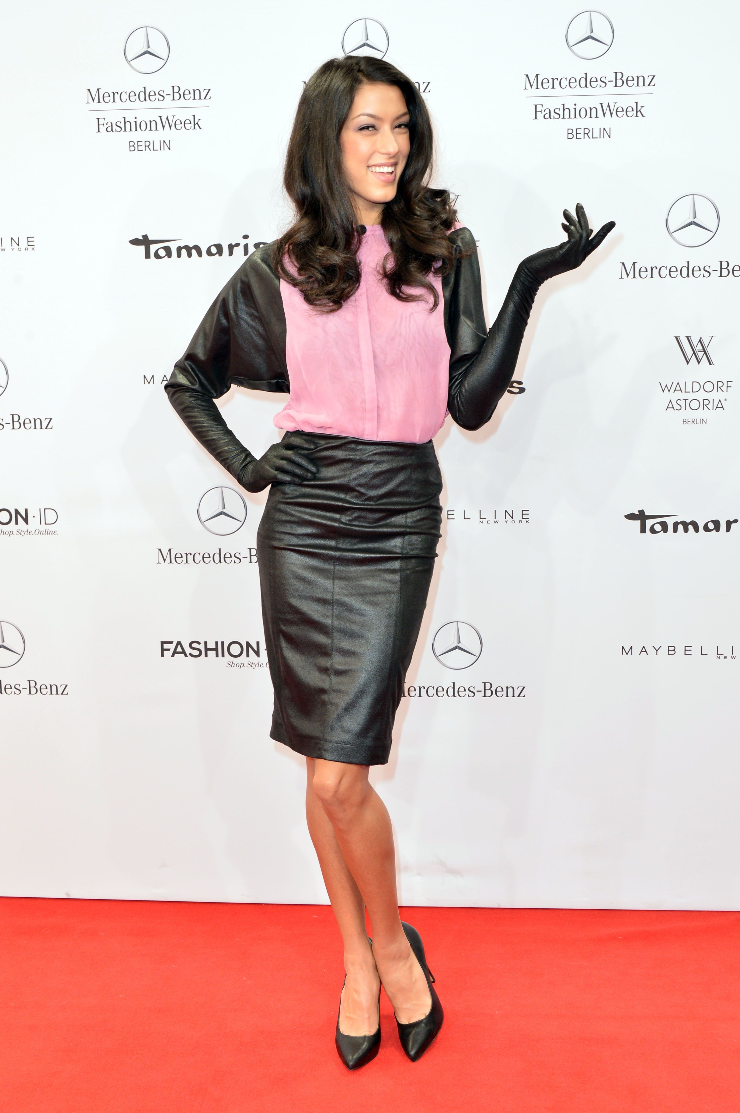Pin on Celebs lovely in leather (pants, skirts, dresses
