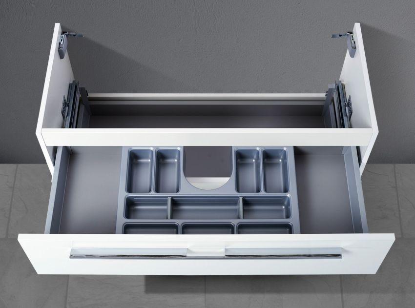 Waschtischunterschrank ( H/B/T: 480/950/445 ) passend zu Villeroy & Boch Subway 2.0 1000 x 470 mm Artikelnummer: 7175 A0/A1 - Front: Weiß Hochglanz Lack (Vorderseite Hochglanz, Rückseite matt) - Korpus: Weiß Hochglanz Lack (Der Korpus verfügt rundum über stoßfeste ABS Dickkanten, PU verleimt = feuchtigkeitsresistent, stärkere Haftung, Null-Sicht-Fuge. Der Korpus ist innen und außen immer in der gleichen Farbe) WT-Unterschrank wird komplett vormontiert ausgeliefert - Griffe: Design Bügelgriff/ Me