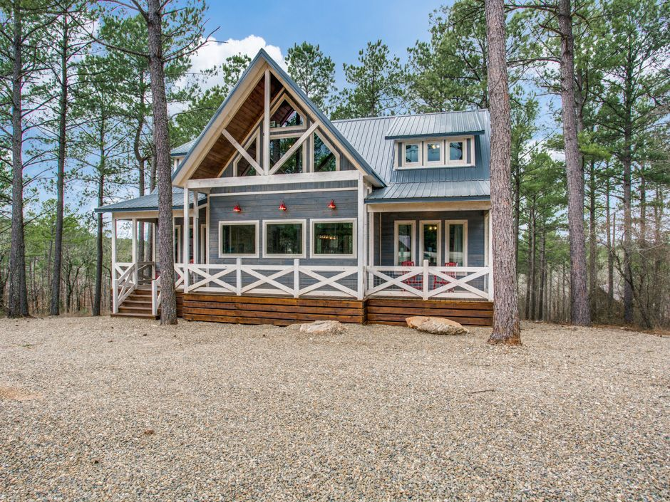 This Gorgeous Blue White Cape Cod Style Cabin Built On A Hillside Is Surrounded By The Beautiful Towering Pines Hardwo Cabin Oklahoma Vacation Broken Bow
