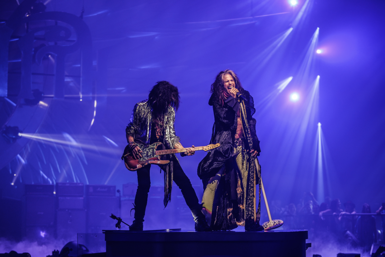 Aerosmith Refuses To Pander In Deuces Are Wild Vegas Residency Aerosmith Joe Perry Pink Floyd Concert