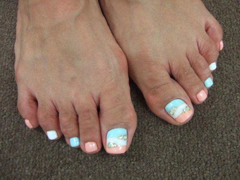 beachy toe nails summer