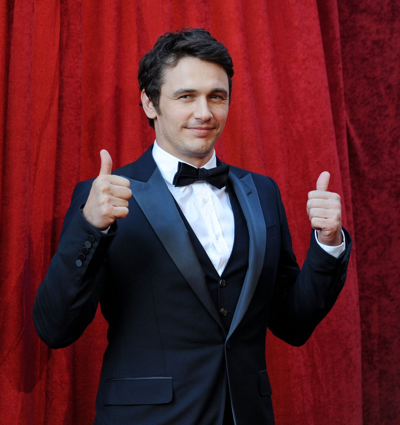 James Franco Also Wanted To Give Us Two Thumbs Up He Agrees That Cheraw Is The Prettiest Town In Dixie Or He Would If He D Celebrities Pretty James Franco