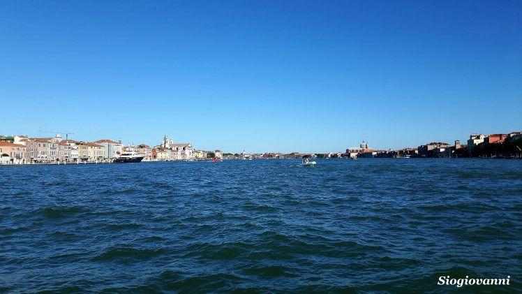 Foto scattata dal vaporetto lungo il Canale della Giudecca