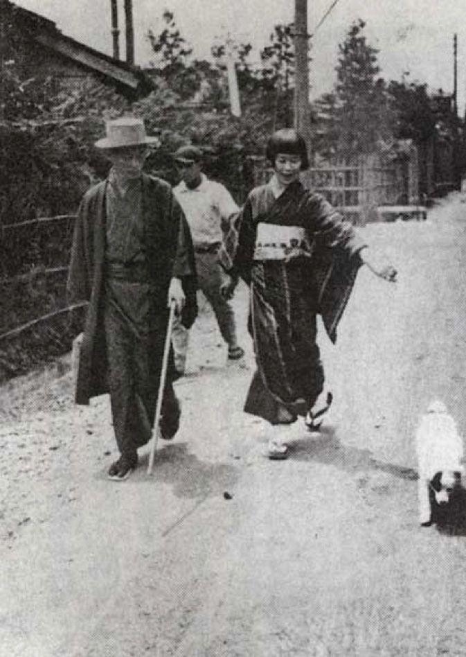 Kawabata Yasunari 川端康成 1899 1972 Walk With His Wife Hideko 秀子 And His Dog Asakusa 浅草 Tokyo 1928 29 Nipp Japan Culture Art Yasunari Kawabata Japan Culture