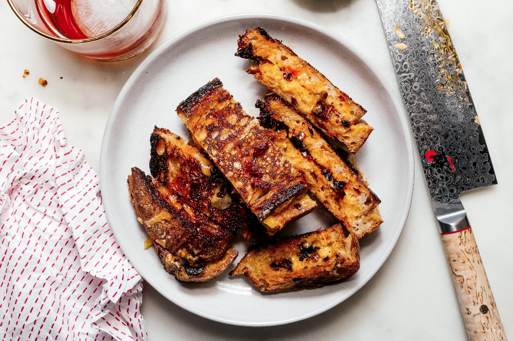 --You're 4 ingredients away from the best spicy cheesy grilled cheese you'll ever eat: spicy ch