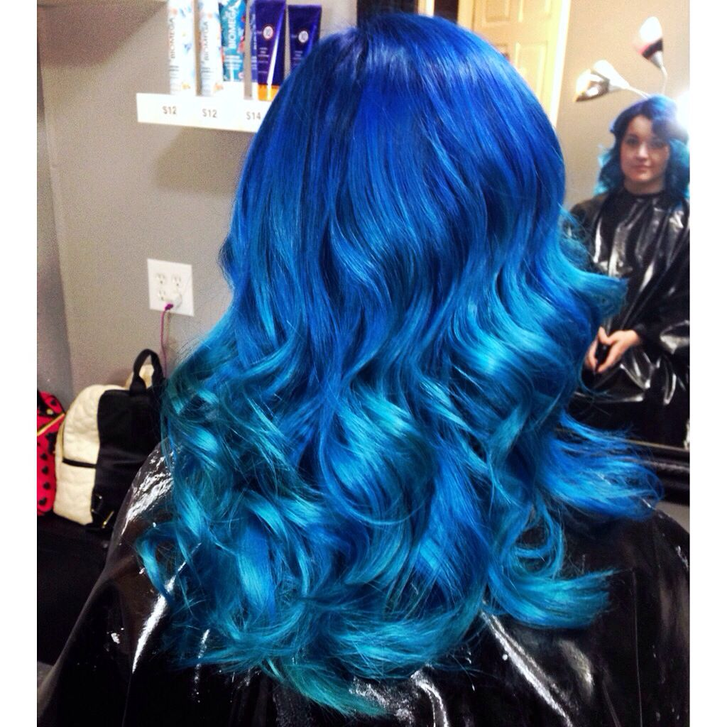 Blue Ombre Using Manic Panic Midnight Blue Shocking Blue And Atomic Turquoise Haar Styling Helle Haarfarben Haarfarben