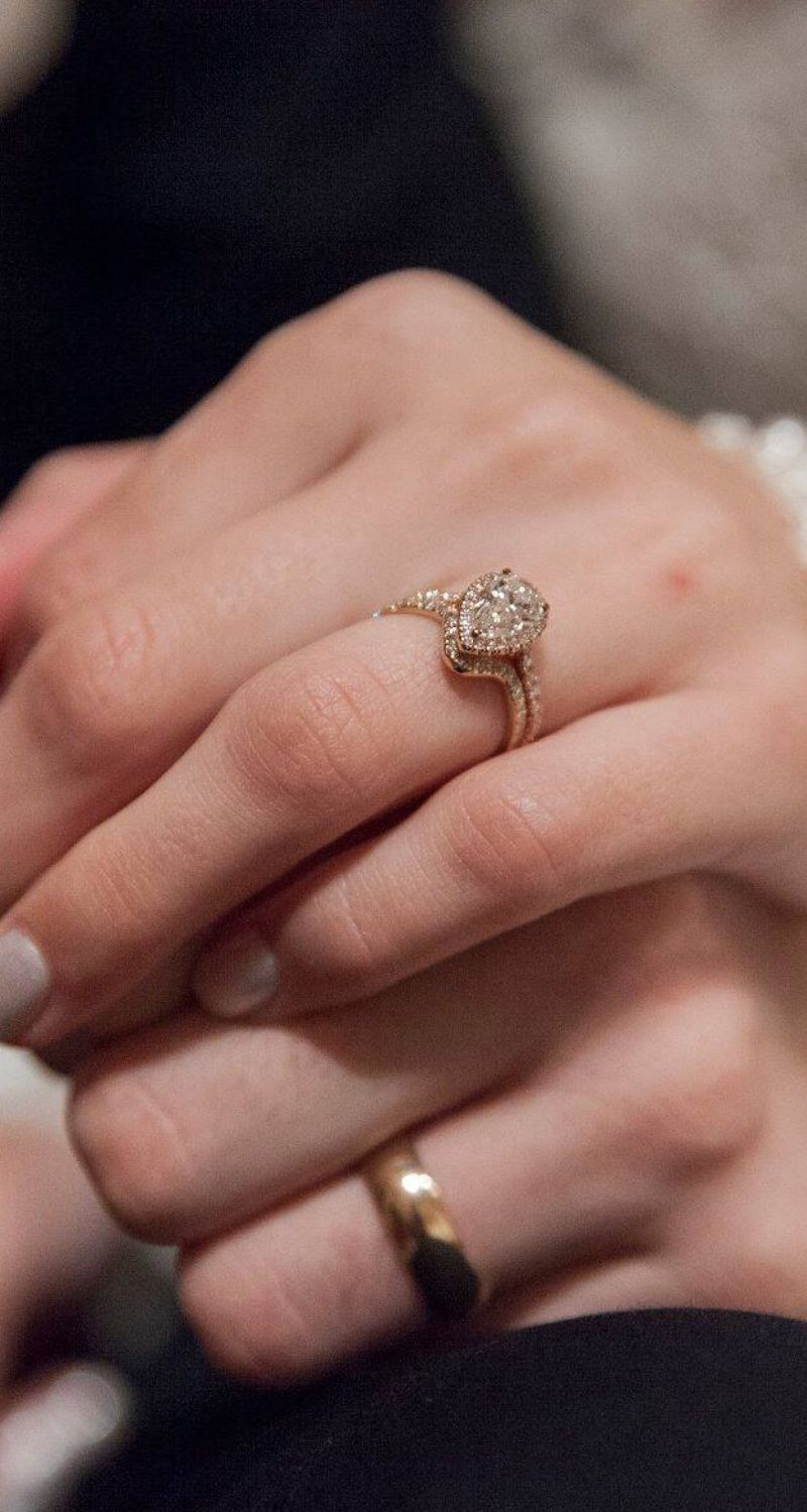 The Wedding Ring Goes On The Left Ring Finger Because It Is The Only Finger With A Vein That Connects To The Heart Unkn Left Ring Finger Wedding Rings Rings