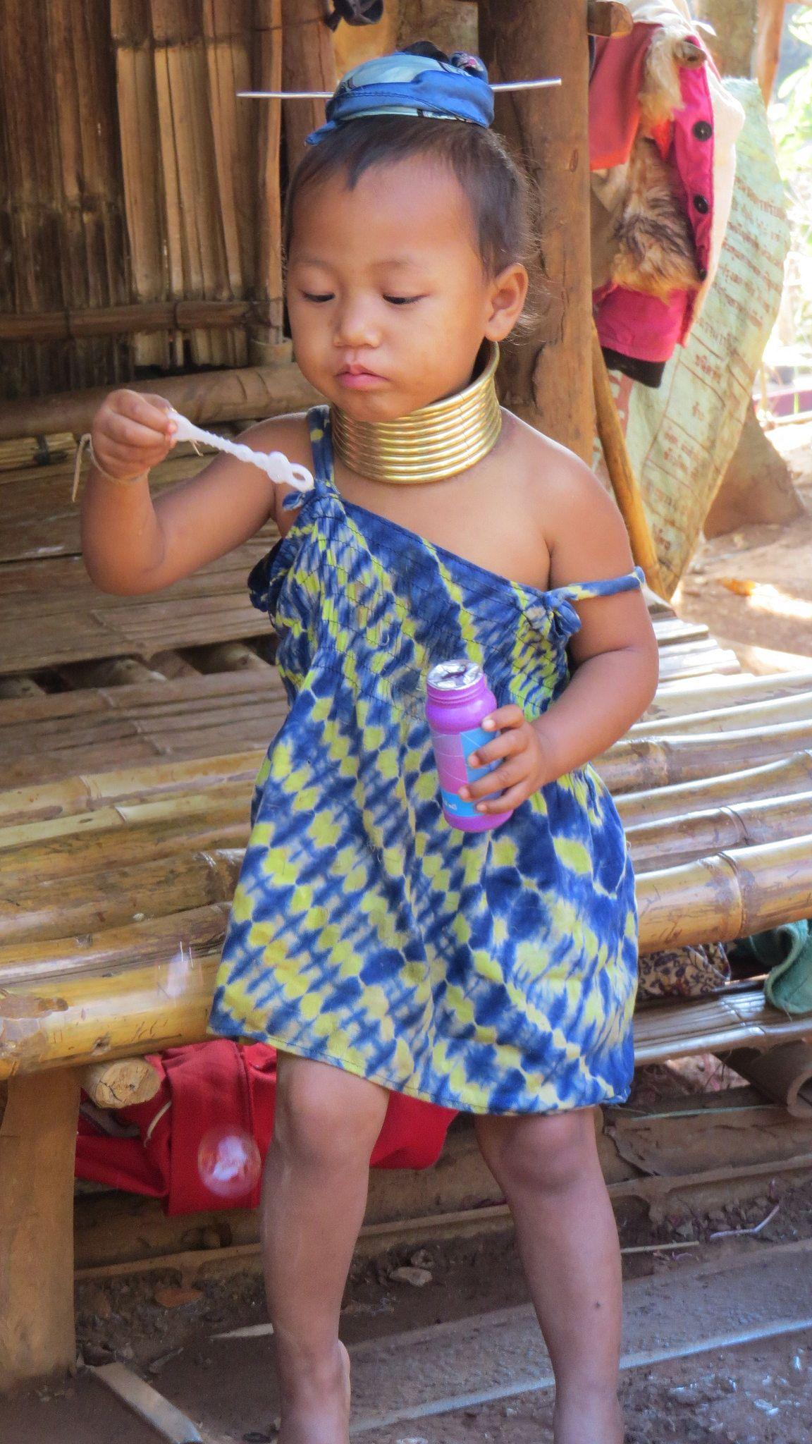 https://flic.kr/p/sbBkPD | Long neck hill tribe near Chiang Rai, Thailand |