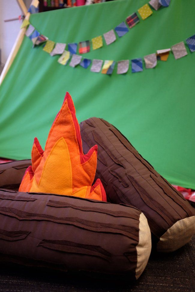 Free Pattern For Adorable Campfire And Log Pillow Set A Definite Must Make Diy Kids Decor