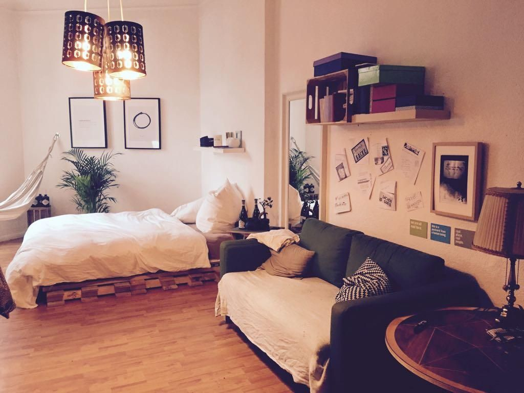 Gemütliches Wg Zimmer Mit Diy Bett Und Geräumiger Sofaecke