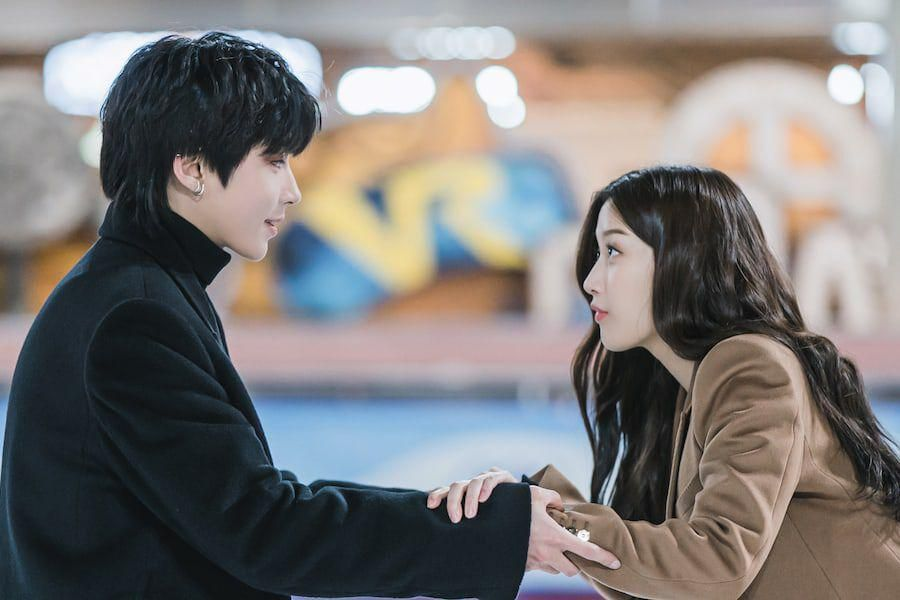"Hwang In Yeop And Moon Ga Young Enjoy An Ice Rink Date In ""True Beauty"""