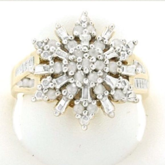 DIAMOND RING all natural 1/2 cttw. Retails $400! DIAMOND RING all natural 1/2 cttw. Retails for $400! Gorgeous cluster diamond ring comes in size 6 7 8 or 9 on a beautiful band plated gold!!! And natural real diamonds .5 carat tw Jewelry Rings