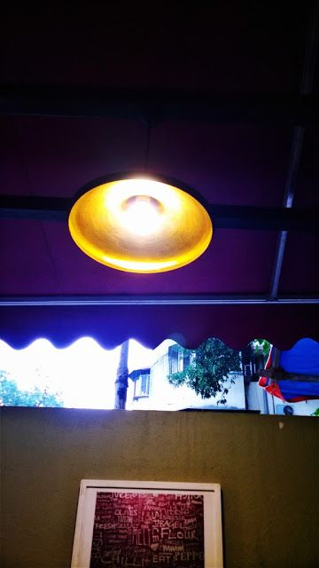 Beauty can strike anywhere, anytime, even in a pizza parlor!