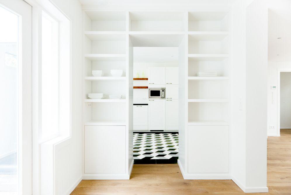 Mooie afscheiding tussen keuken en woonkamer. het alternatief op de