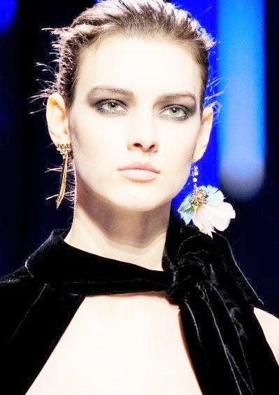 Elie Saab pour Paris Fashion Week automne 20I7 (source   Livingly ... 181bb890a5764