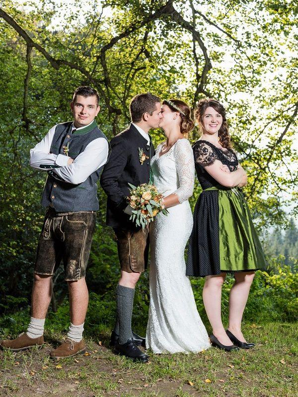 Trachtenhochzeit mit rustikalem Chic  Trachtenhochzeiten  Dirndl hochzeit Hochzeitsfoto
