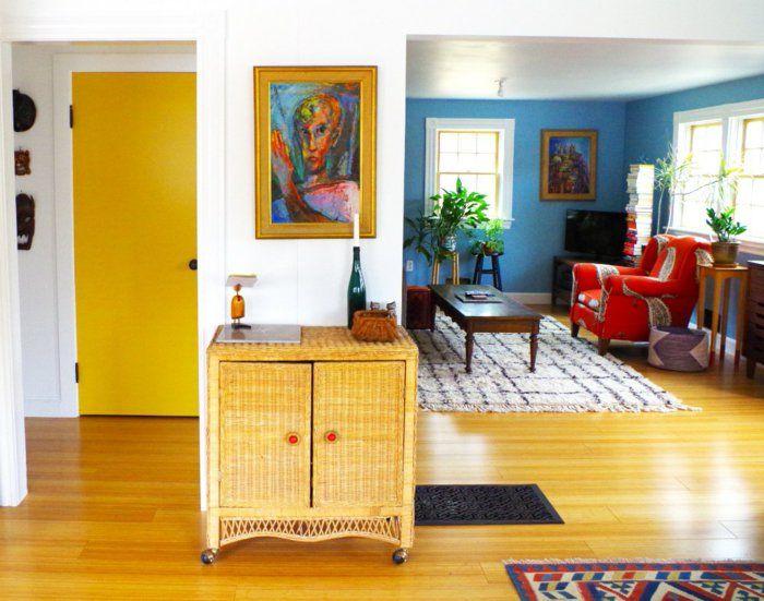 zimmertüren gelbe innentür kleines wohnzimmer blaue akzentwand - wohnzimmer gelb blau