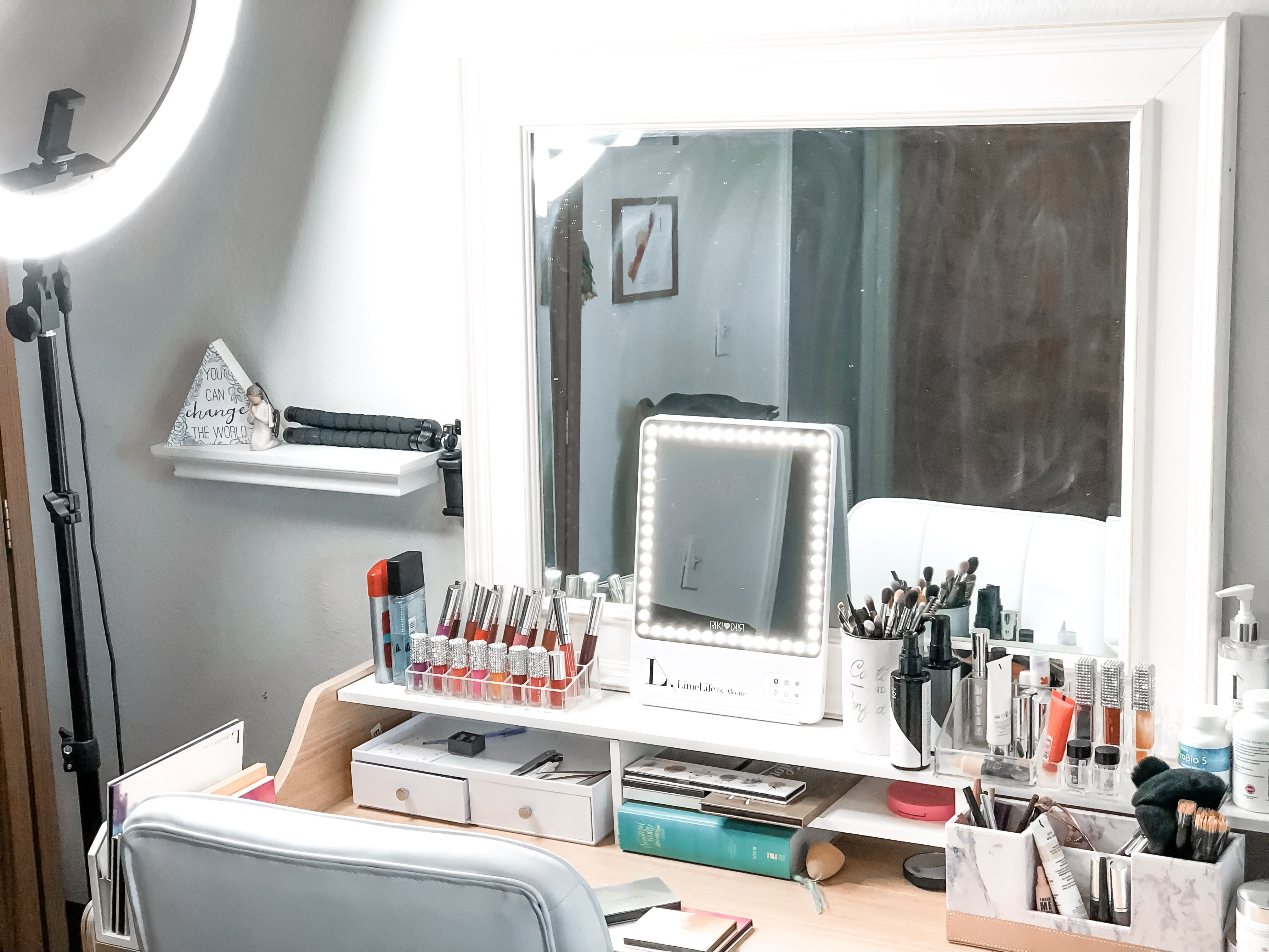 The best vanity mirror ever! 5 different light settings