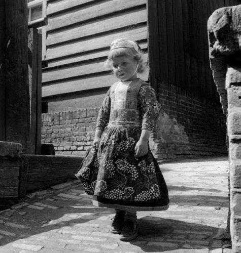 Marken, little boy (1950-1960), photo by Cas Oorthuys