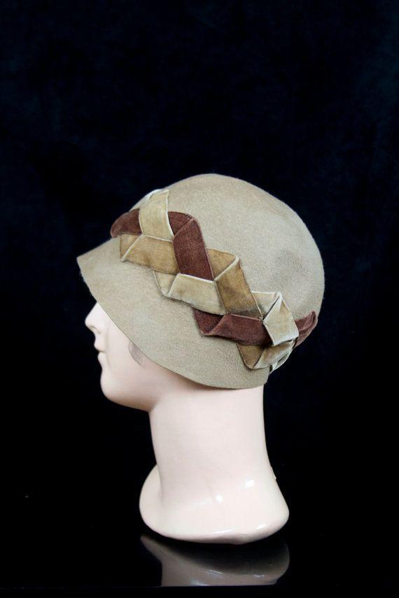 1920s Cloche Hat // Brown Velvet Woven Ribbons Beige Fur Felt Hat