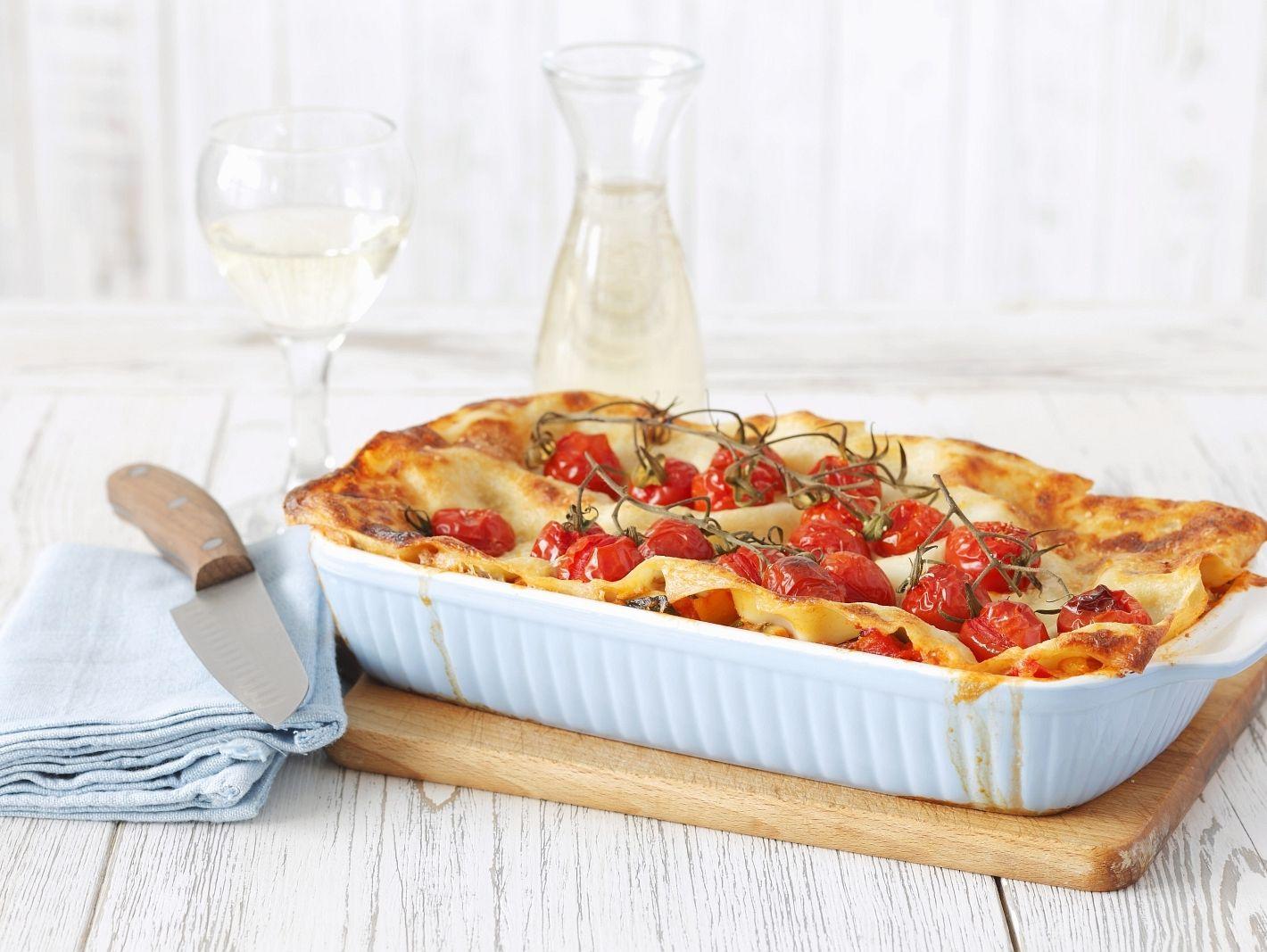 vegetarische lasagne mit kirschtomaten rezept. Black Bedroom Furniture Sets. Home Design Ideas