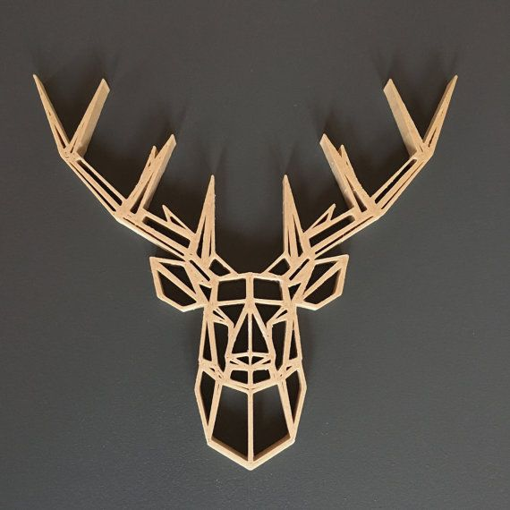 Geometrisch Geformte Reh Gedruckt 3d Holzkopf Grafisches Objekt Zu Bitten Auszusetzen Oder In Einen Ra Deer Head Decor Geometric Sculpture Geometric Wall Art