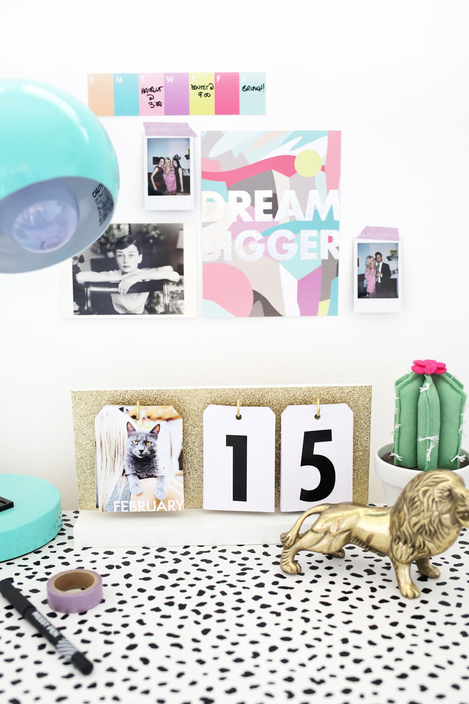 Such a cute diy calendar click through for tutorial stuff