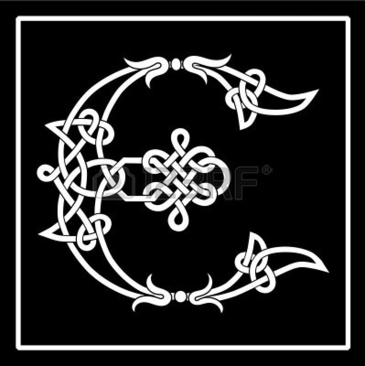 Carta de capital de trabajo de nudo celta E Foto de archivo | Dgn ...