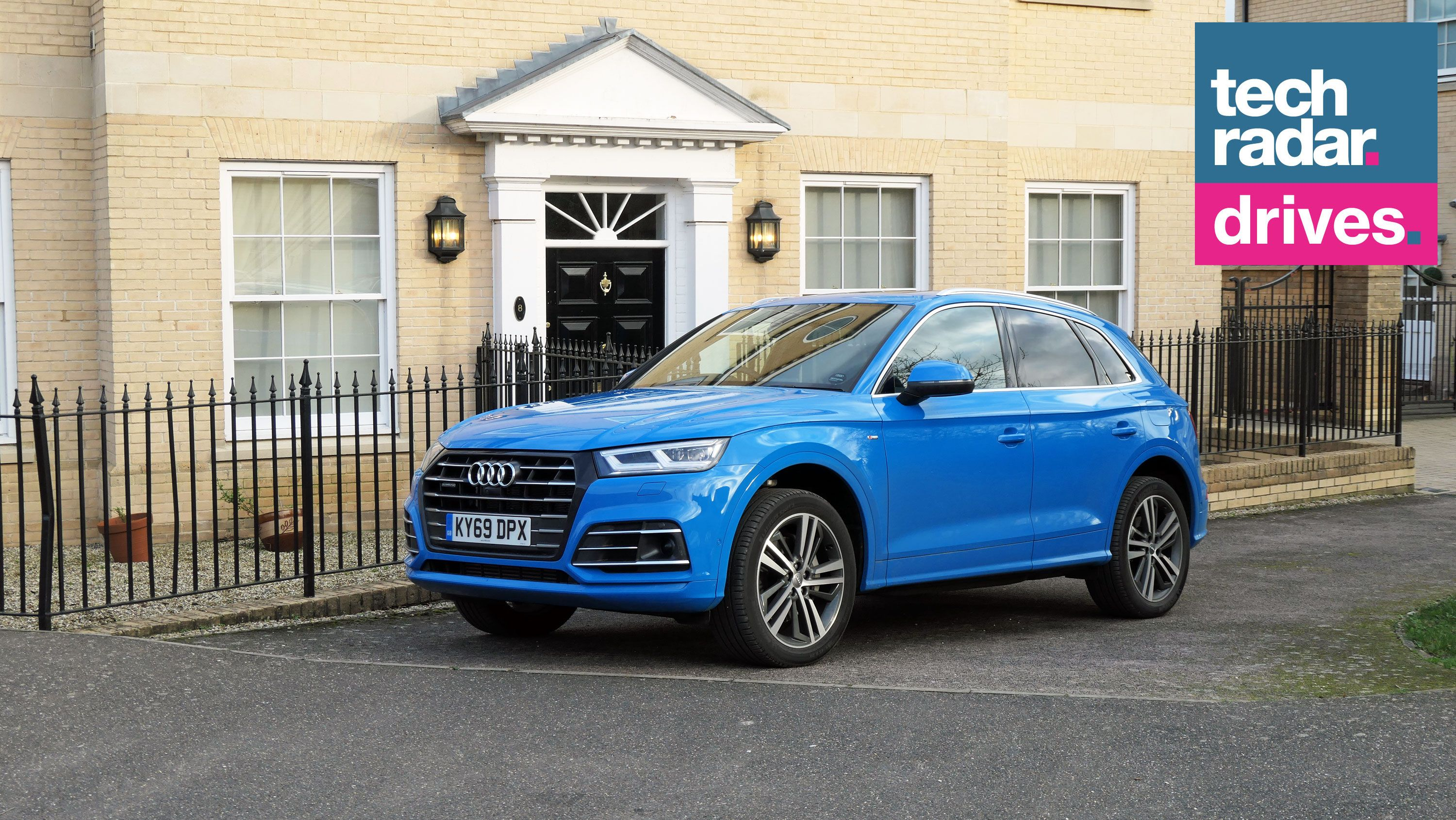 Audi Q5 Tfsi E Audi S Plug In Hybrid Suv Delivers A Smooth Comfortable Quiet Ride Plug In Hybrid Suv Audi Good Looking Cars