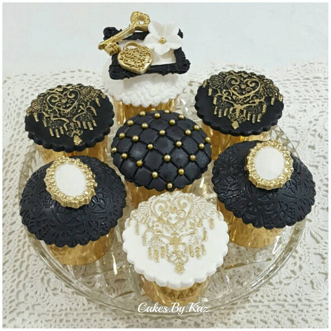 Black And Gold Fondant Cupcakes Gold Cupcakes Fashion Cupcakes