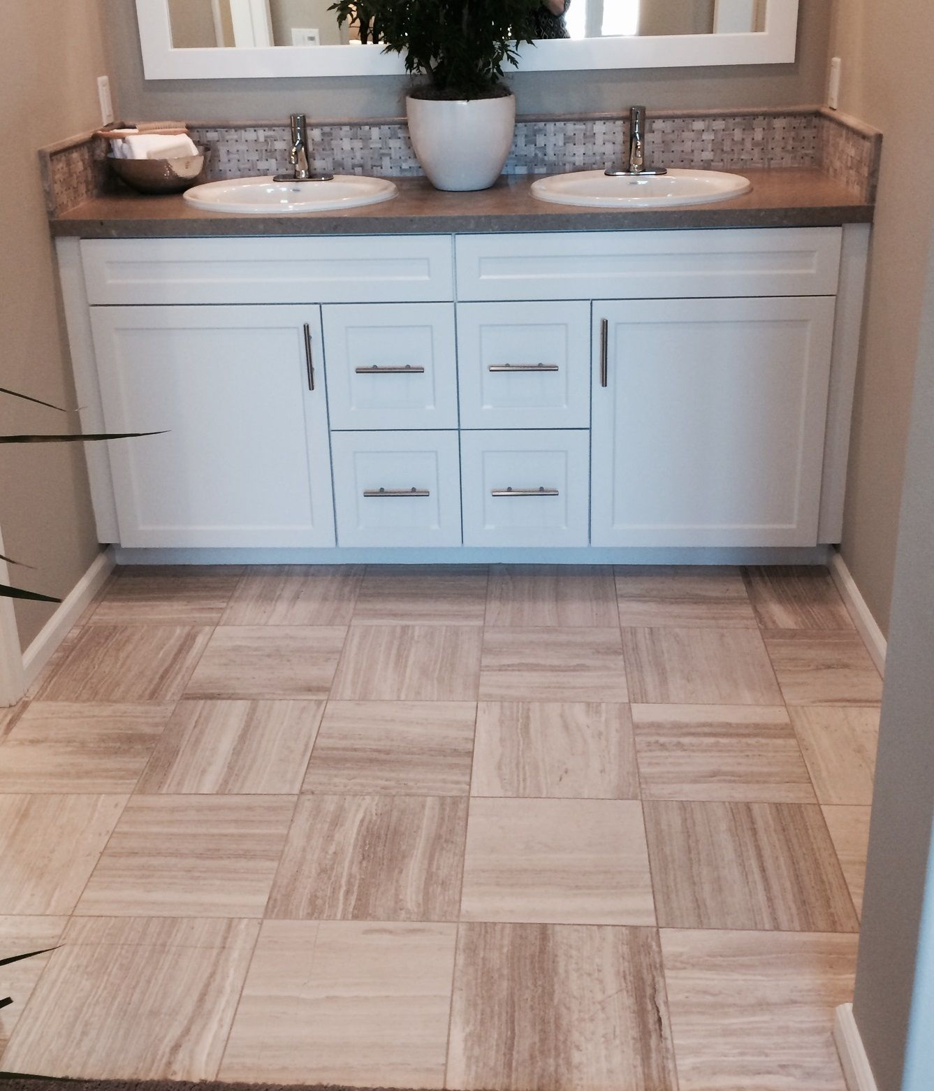 Silver Beige Vein-Cut #limestone floors with a coordinating Hampton ...