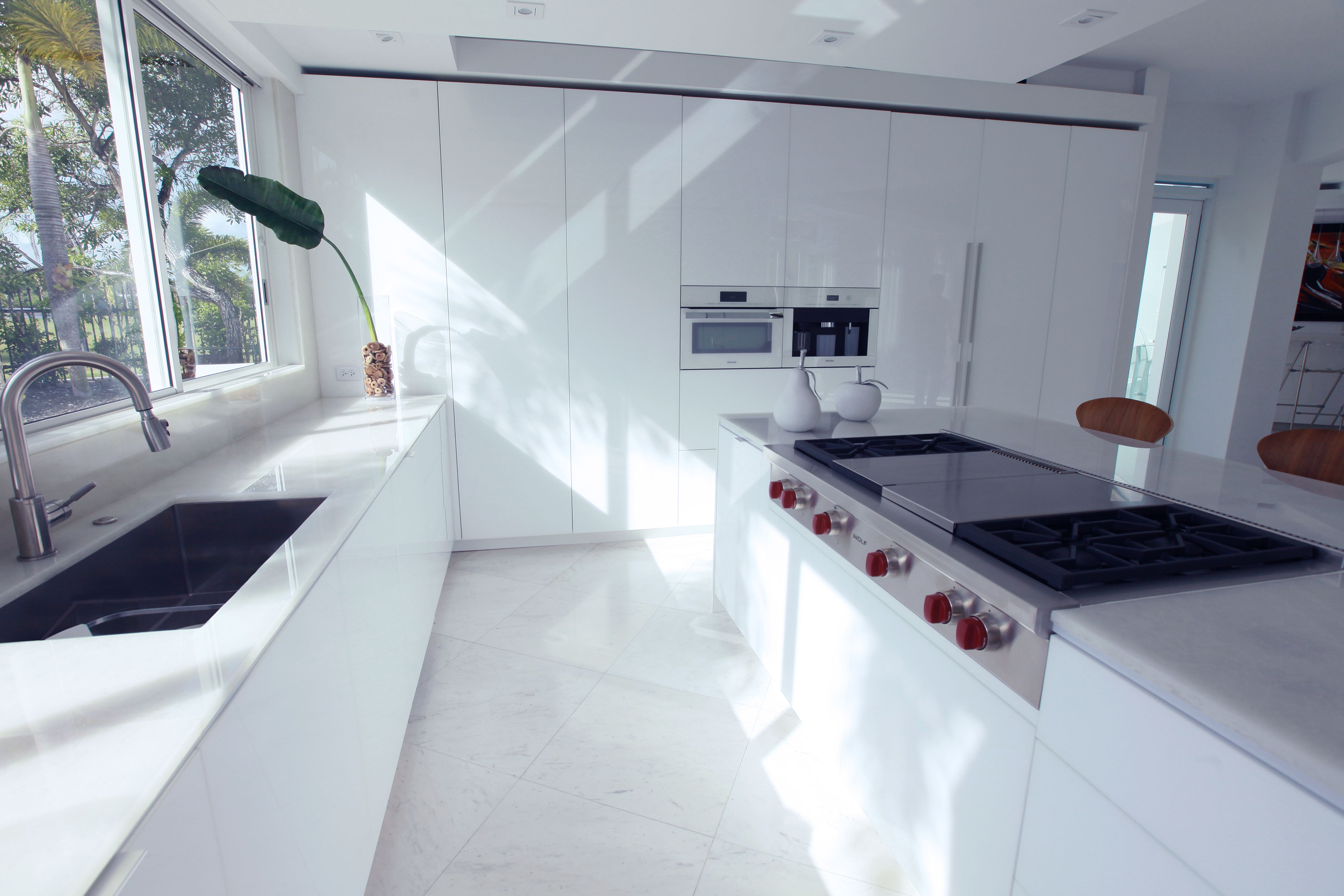 Brighten up your kitchen cabinets with RAUVISIO crystal. Polymer ...