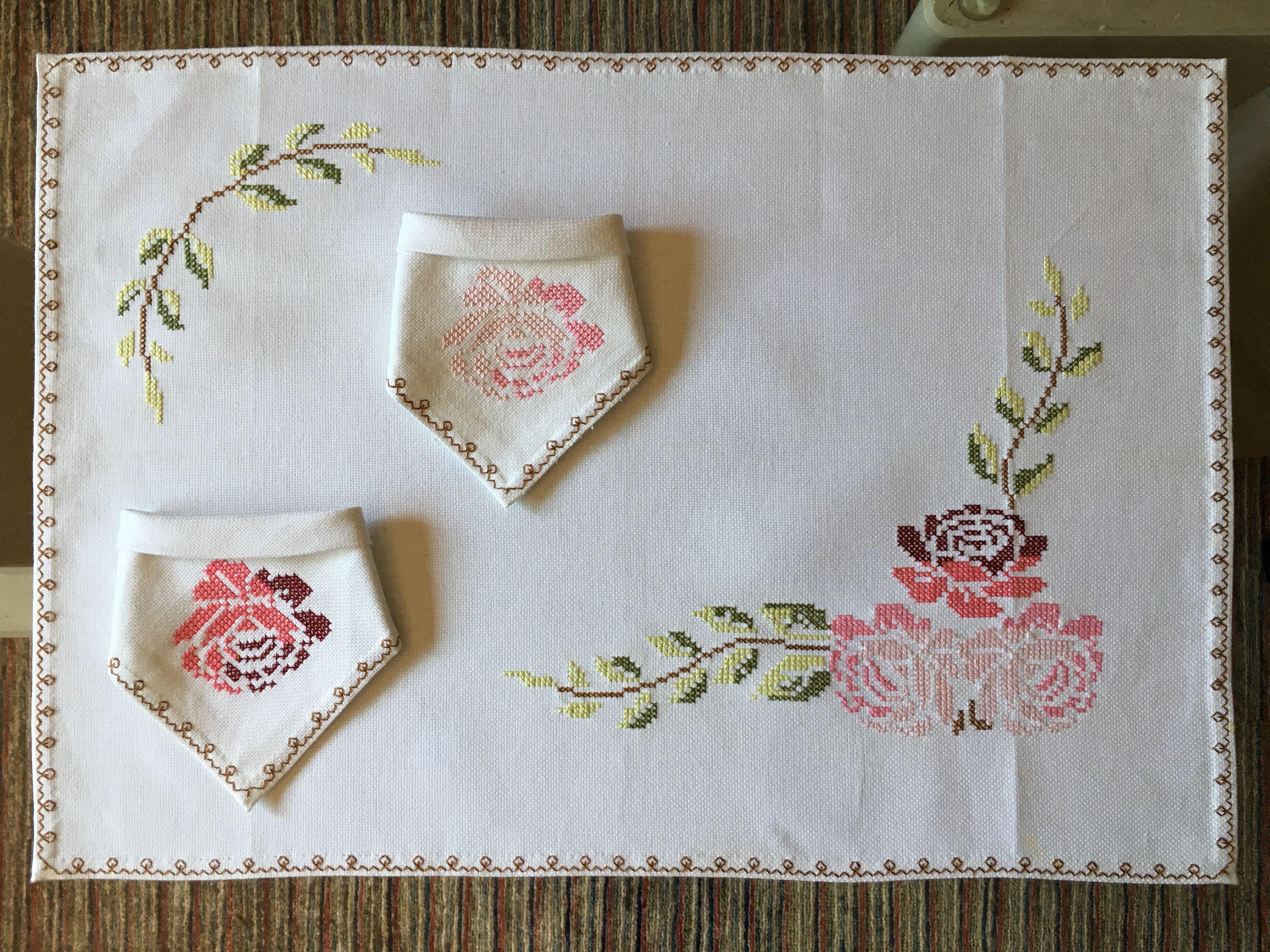 Tú y yo o mantel para dos realizado en tela de panamá y bordado en ...