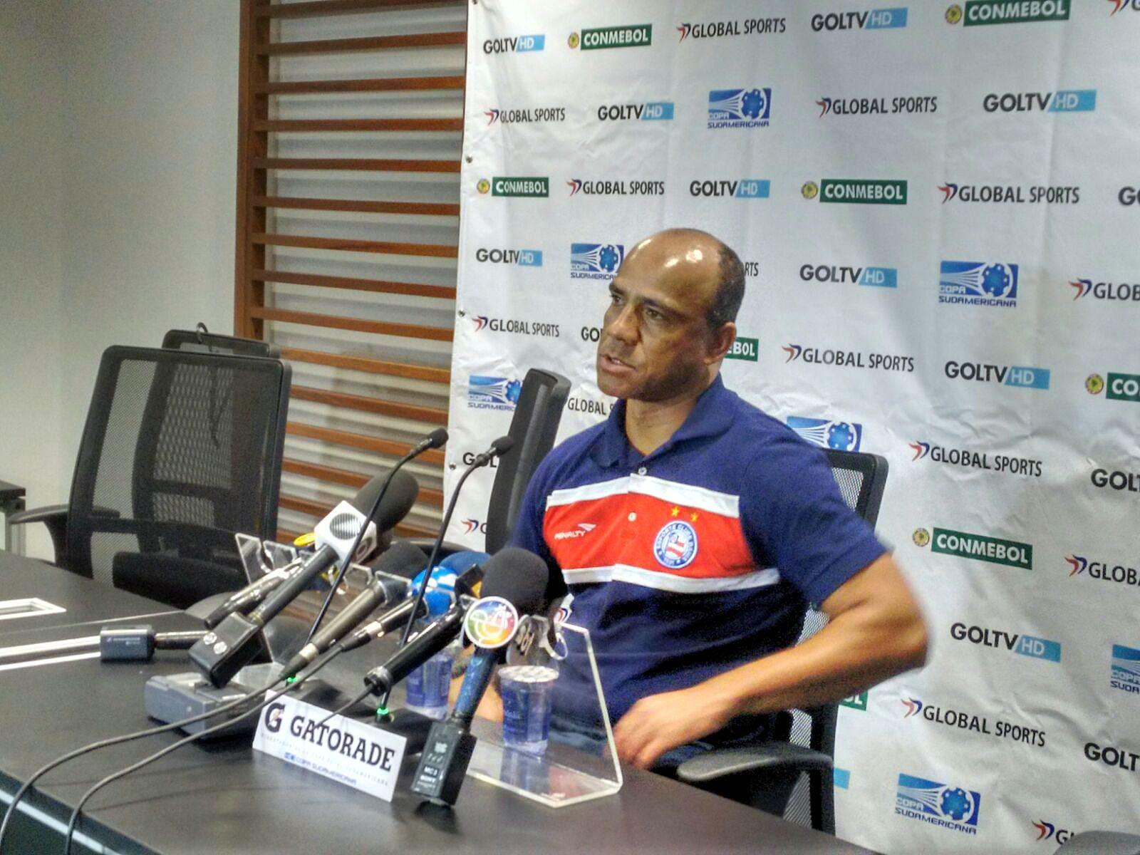 """Após derrota, Soares desconversa sobre demissão: """"Fazendo meu papel"""" #globoesporte"""