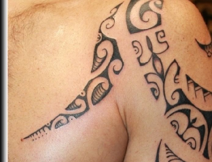 tatouage marquisien épaule