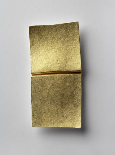 Per Suntum: Solar Surf brooch 2005. 24kt gold, fine silver
