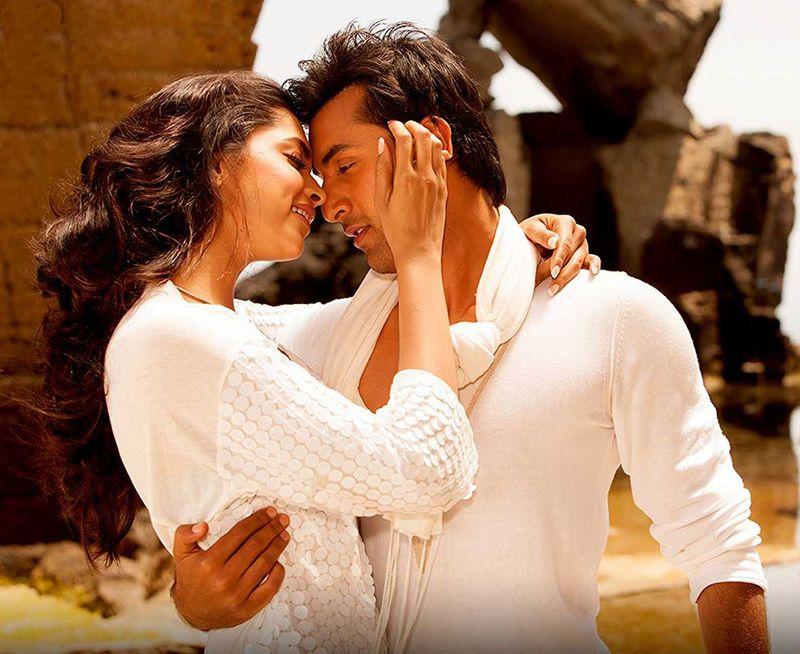 Ranbir Kapoor Romances Deepika Padukone In Bachna Ae Haseeno 2008 Deepika Padukone Deepika Padukone Movies Deepika Padukone Style