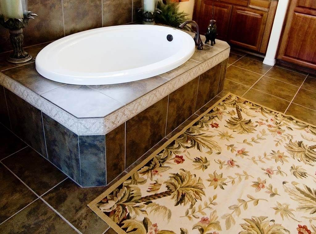 سجاد الحمام من عناصر الديكور اللى ممكن تخلى شكل حمامك مختلف ازاى تختارها بيتك احلى In 2020 Decor Home Decor Bathtub
